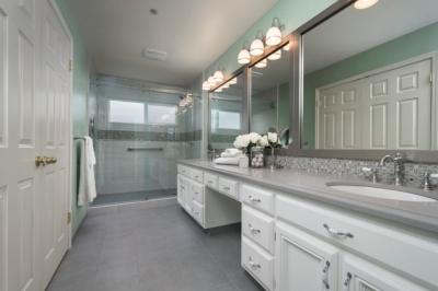 Union City Spacious Master Bath