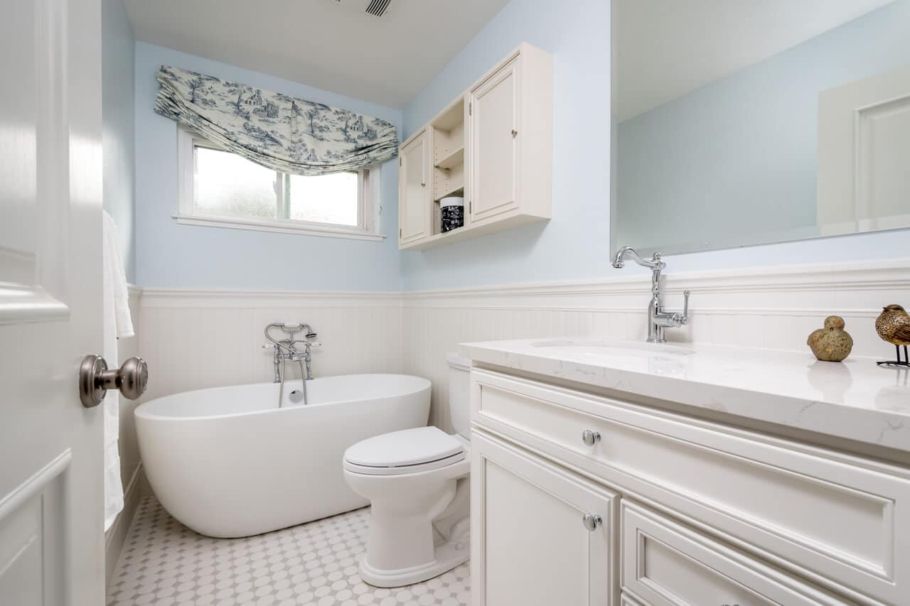 From Basic to Charming: Before-and-After Guest Bath
